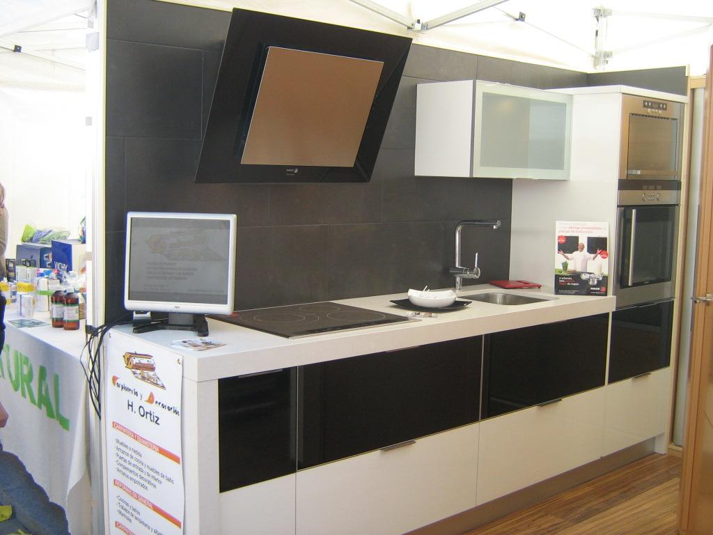 Carpinteria y decoracion h ortiz cocinas for Campanas de cocina modernas